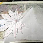 サテン地と薄絹を用意。下(裏):サテン。上(表):薄絹。で2枚重ねで処理します。