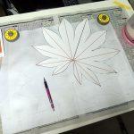 余白を取って大雑把形をシャーペンで描きます