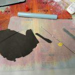 次に葉脈の作成です。造花用針金だけでは細いのでボンドに粘土を練り込み、巻きつけます