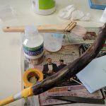 まずはニスの下塗り剤を塗ります